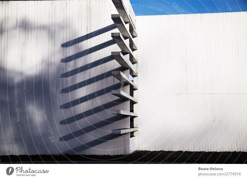 Sky Architecture Wall (building) Lanes & trails Building Art Wall (barrier) Facade Contentment Decoration Communicate Culture Esthetic Uniqueness Idea Concrete