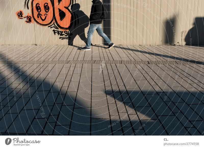 pedestrian Human being Masculine Young man Youth (Young adults) Man Adults Life Legs 1 18 - 30 years 30 - 45 years Duesseldorf Town Wall (barrier)