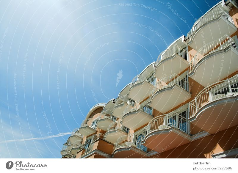 balconies Sky Climate Climate change Weather Beautiful weather Fishing village Small Town House (Residential Structure) Wall (barrier) Wall (building) Facade