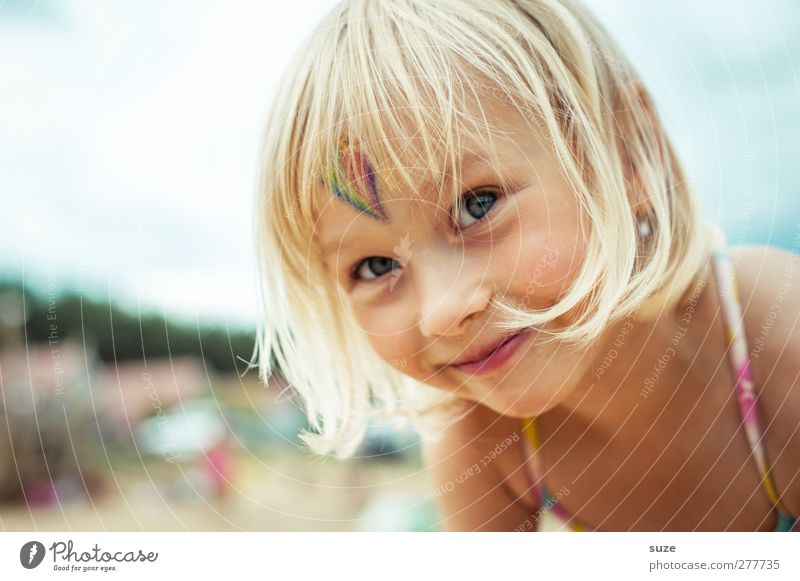 Human being Child Summer Girl Face Hair and hairstyles Small Head Blonde Infancy Happiness Stand Childhood memory Cute Smiling Friendliness