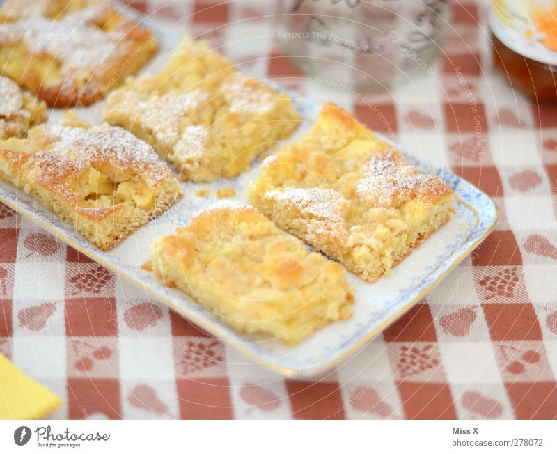 Food Nutrition Table Sweet Part Delicious Cake Plate Checkered Baked goods Dough Tablecloth Granules To have a coffee Confectioner`s sugar Apple pie