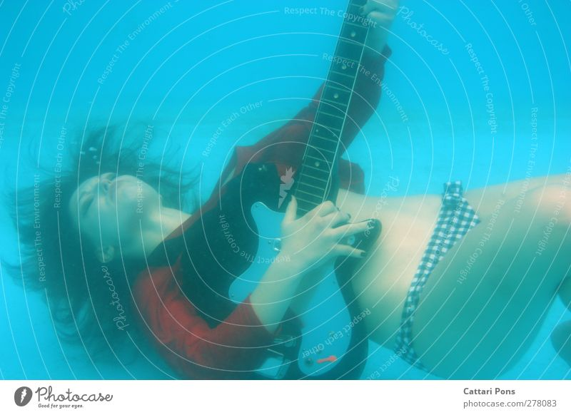 Underwater Guitar Hero Dive Swimming & Bathing Effortless Play guitar Make music Feminine Young woman Youth (Young adults) 1 Human being 18 - 30 years Adults