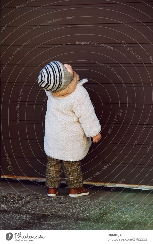 What's this? Human being Child Baby Toddler Boy (child) Infancy Life 1 0 - 12 months 1 - 3 years Autumn Winter Fashion Clothing Pants Coat Cap Boredom Curiosity