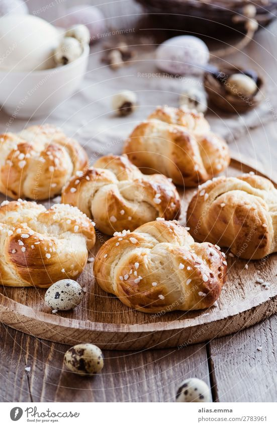 Easter biscuits - small yeast particles and a laid table Food Healthy Eating Dish Food photograph Baked goods Easter brunch Brunch brioche Baking Spring