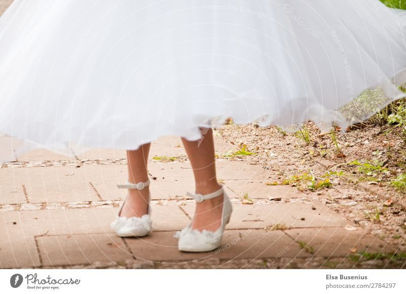 Turn in dress Human being Feminine Girl Youth (Young adults) Legs Feet 1 8 - 13 years Child Infancy Movement Rotate Dance White Virtuous Joy Happiness Freedom