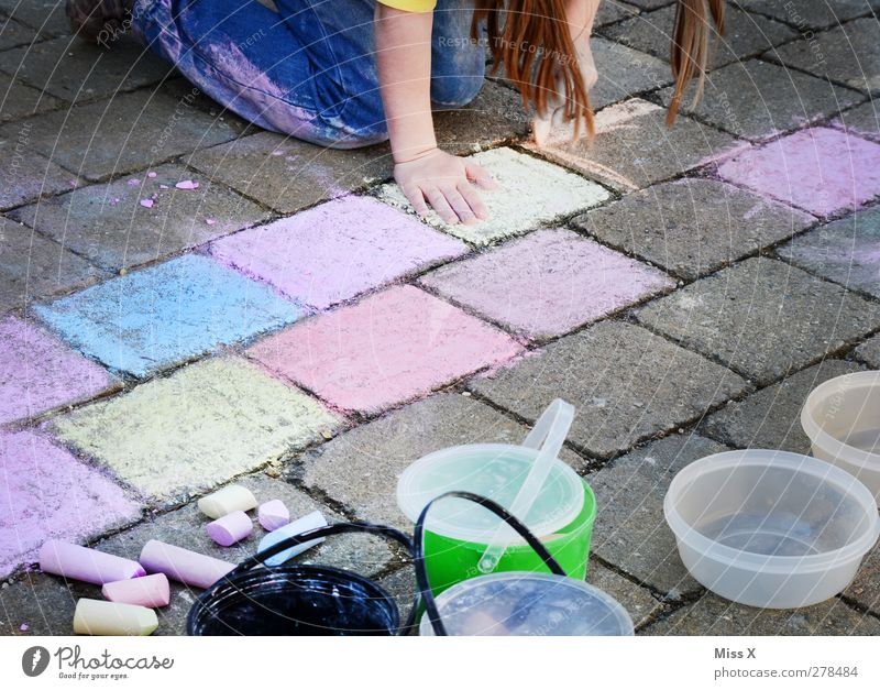 artist Human being Feminine Child Girl Infancy 1 3 - 8 years 8 - 13 years Art Artist Painter Draw Multicoloured Brunette Painting (action, artwork) Chalk