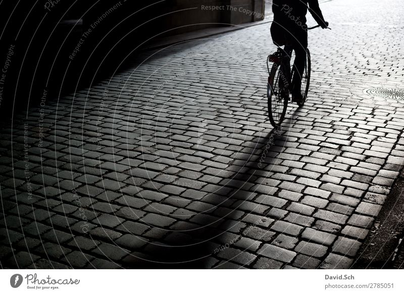 Cyclist on cobblestone pavement Leisure and hobbies Bicycle Human being 1 Town Transport Means of transport Traffic infrastructure Passenger traffic Cycling