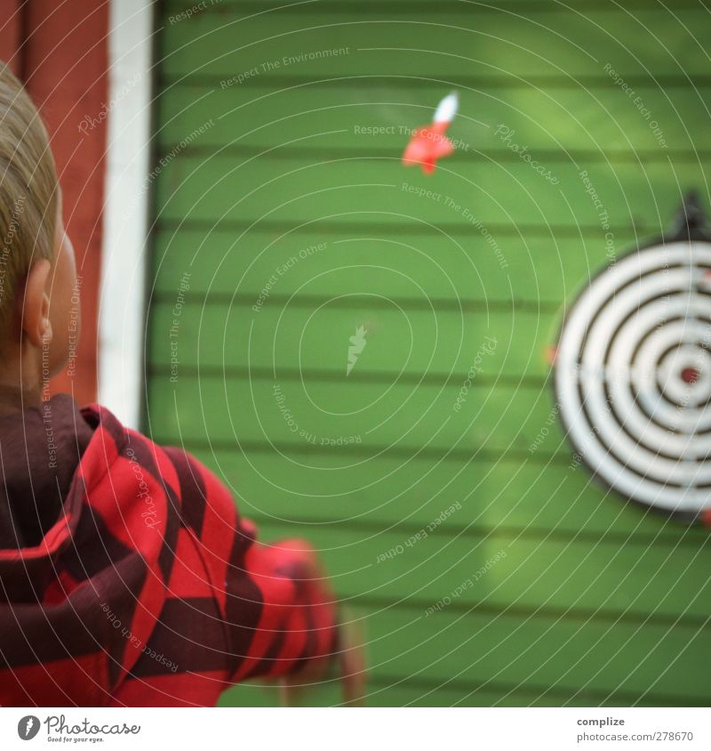FLIGHT PHASE Leisure and hobbies Playing Darts Vacation & Travel Summer Sporting event Success Boy (child) Body Face 3 - 8 years Child Infancy Throw Accuracy