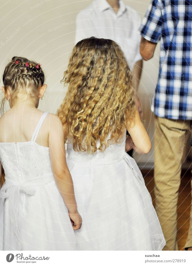 flower girl Human being Feminine Girl Infancy Body Skin Head Hair and hairstyles Back Arm 4 3 - 8 years Child Ease Wedding family celebration Dress Colour photo
