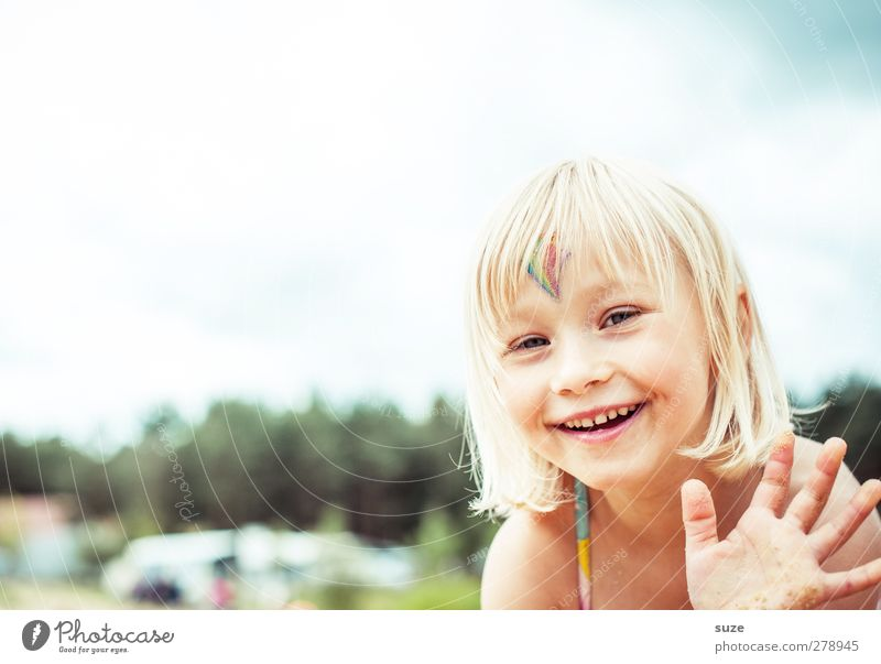Human being Child Hand Summer Girl Face Feminine Hair and hairstyles Laughter Small Head Blonde Infancy Leisure and hobbies Happiness Lifestyle