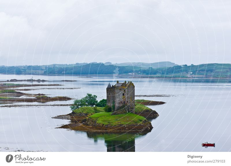 Sea in Scotland Landscape Water Bad weather Lake Castle Ruin Sport boats Moody Contentment Calm Adventure Loneliness Idyll Surface of water Castle ruin
