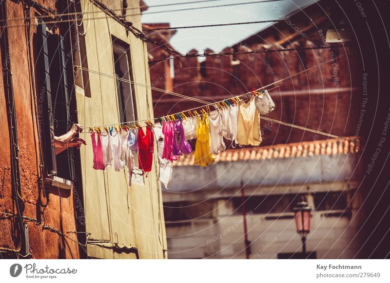 ° Lifestyle Vacation & Travel Tourism Trip Sightseeing City trip Summer Summer vacation Living or residing Clothesline Laundry Washing Woman Adults Arm Hand 1