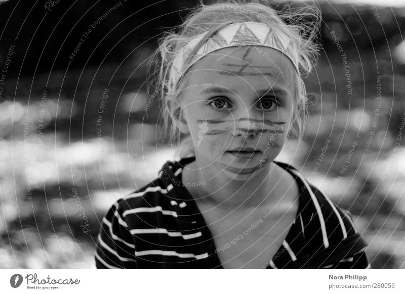 Human being Child Girl Face Eyes Feminine Life Playing Head Dream Infancy Natural Leisure and hobbies Mouth Authentic Stripe