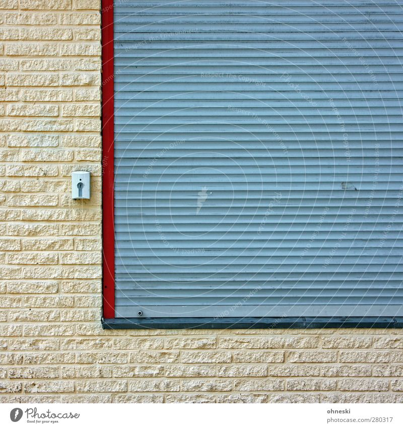 L House (Residential Structure) Manmade structures Wall (barrier) Wall (building) Facade Window Venetian blinds Lock Stone Town Living or residing Colour photo