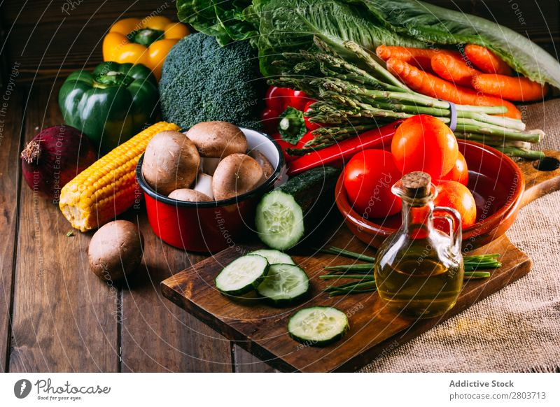 Vegetables and utensils on kitchen table Fresh Vitamin flat lay Oil composition corn Onion Ingredients Knives Pepper Bird's-eye view Food Cucumber Diet Linen