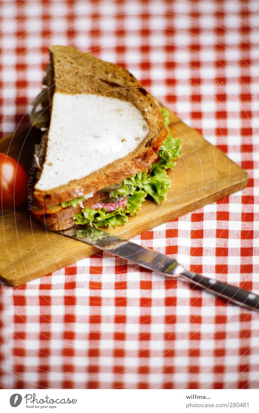 sändwiddsch Sausage Lettuce Salad Bread Sandwich Tomato Black bread White bread Nutrition Breakfast Dinner Knives Chopping board Delicious Tablecloth Checkered
