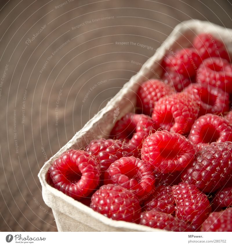 red small round healthy Raspberry Fruit sugar Red Fresh Juicy Vitamin Nutrition Background picture Pattern Sweet Vitamin-rich Aromatic Refreshment Summer
