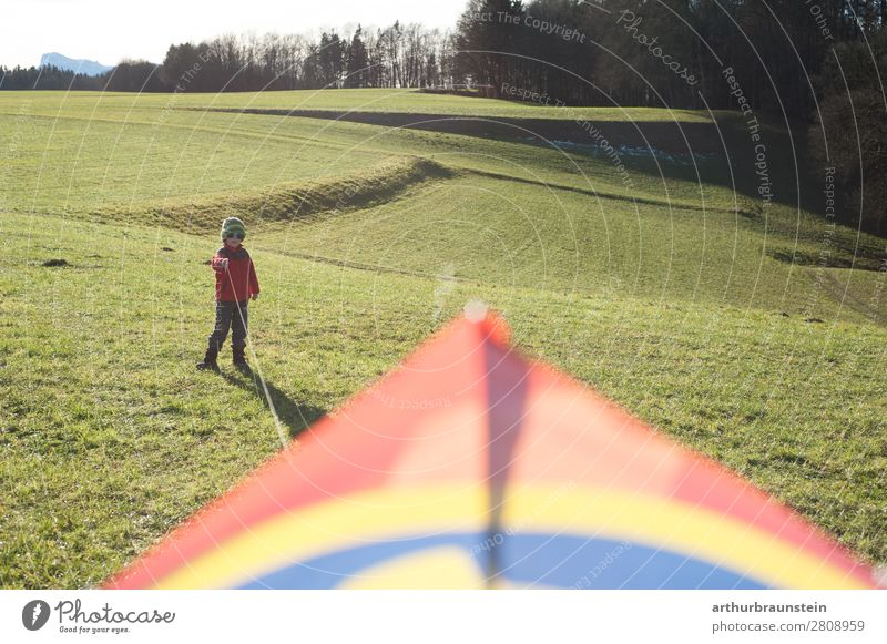 Boy on the meadow flying a hang glider in his spare time Athletic Leisure and hobbies Hang gliding Human being Masculine Child Boy (child) Infancy 1 3 - 8 years