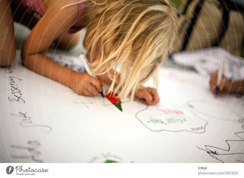 Human being Child Life Playing Emotions Healthy Together Infancy Leisure and hobbies Characters Desire Creativity Friendliness Write Concentrate Toddler