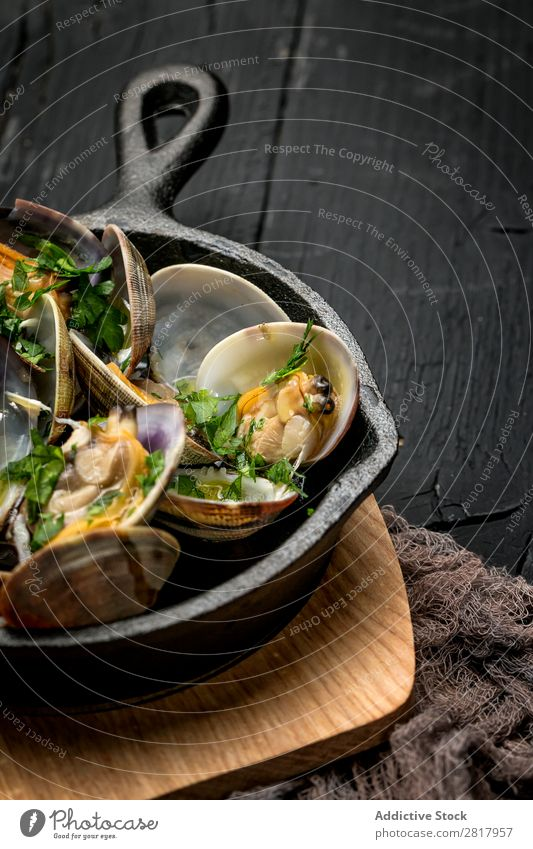 Clam stew in white wine sauce Food Seafood clams Stew Spanish Pan Parsley Herbs yummy Gastronomy Home-made Fresh Background picture Kitchen Cooking Frying