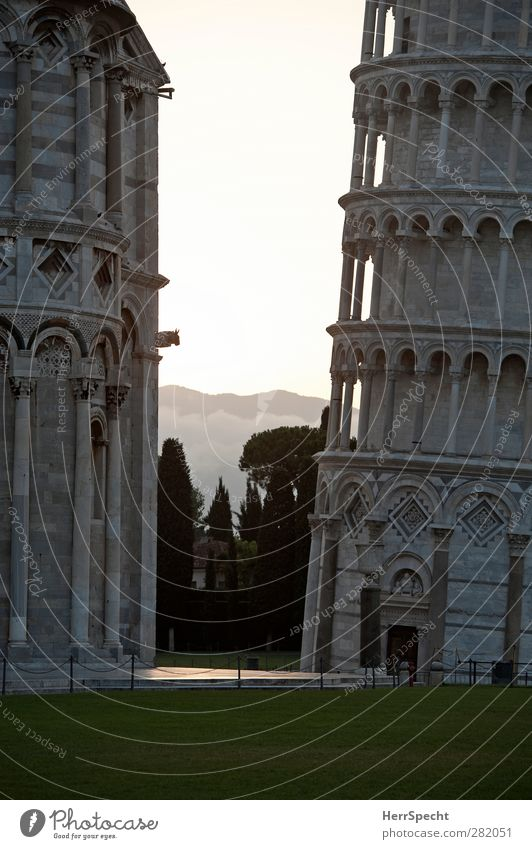 Torre pendente Pisa Town Church Dome Tower Manmade structures Building Architecture Tourist Attraction Landmark Campanile Gray Dawn Detail Section of image