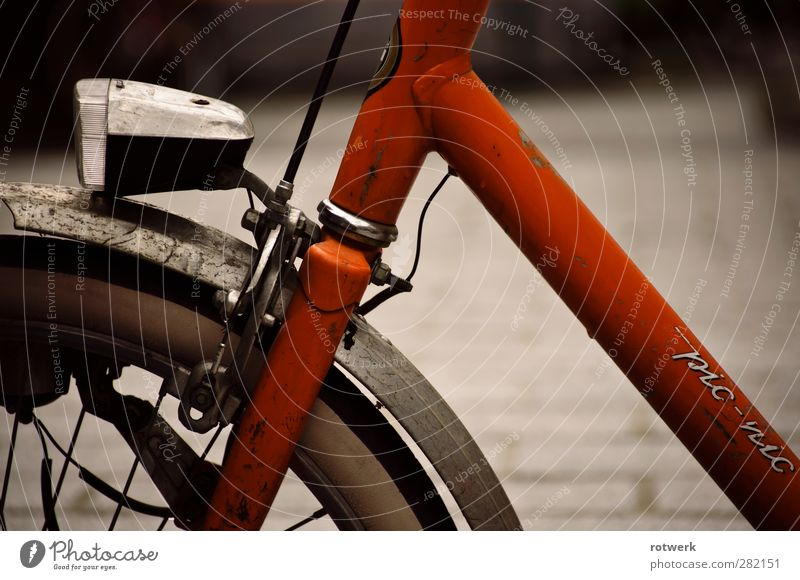 pic-nic Design Trip City trip Cycling Street Bicycle Old Simple Orange Colour photo Exterior shot Close-up Deserted Morning Shallow depth of field