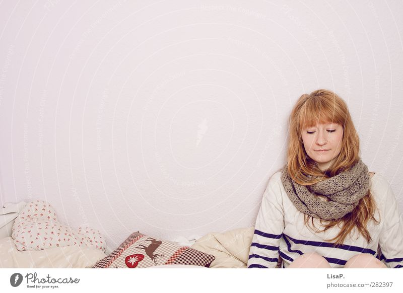temporise Bed Bedroom Feminine Young woman Youth (Young adults) Head Hair and hairstyles 18 - 30 years Adults Sweater Scarf Blonde Red-haired Long-haired Bangs