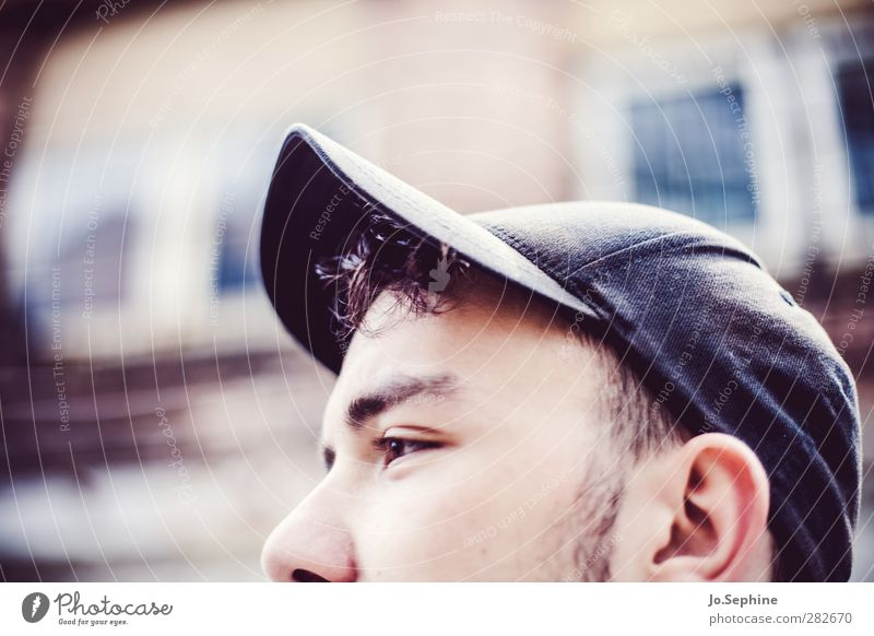 cut. Lifestyle Style Human being Masculine Young man Youth (Young adults) Head 1 18 - 30 years Adults baseball cap Hip & trendy Partially visible Thought Face