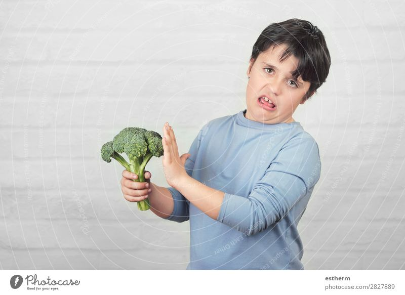 Child do not like to broccoli Human being Healthy Eating Lifestyle Sadness Nutrition Masculine Fresh Infancy Vegetable To hold on 8 - 13 years Anger