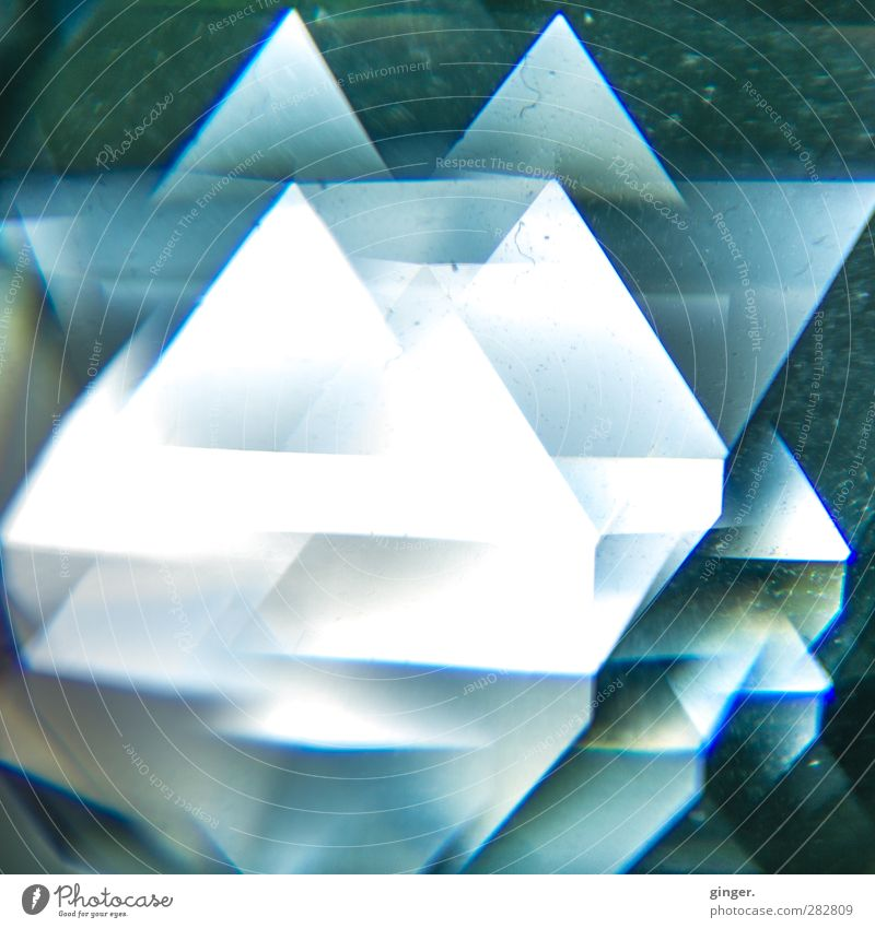 450 facets Toys Crystal Illuminate Visual spectacle Refraction Translucent Triangle Ground down Glittering Many Difference porous Blue White Progress Dust