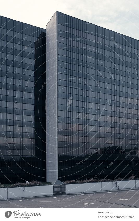 Facade of the work Office work Hamburg city north Deserted High-rise Office building Concrete Glass Work and employment Esthetic Threat Dark Sharp-edged Elegant