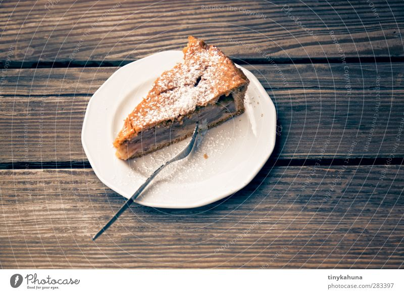apple pie with cover Apple Dough Baked goods Cake To have a coffee Garden Table Wood Eating To enjoy Fresh Delicious Juicy Sweet Colour photo Close-up Deserted