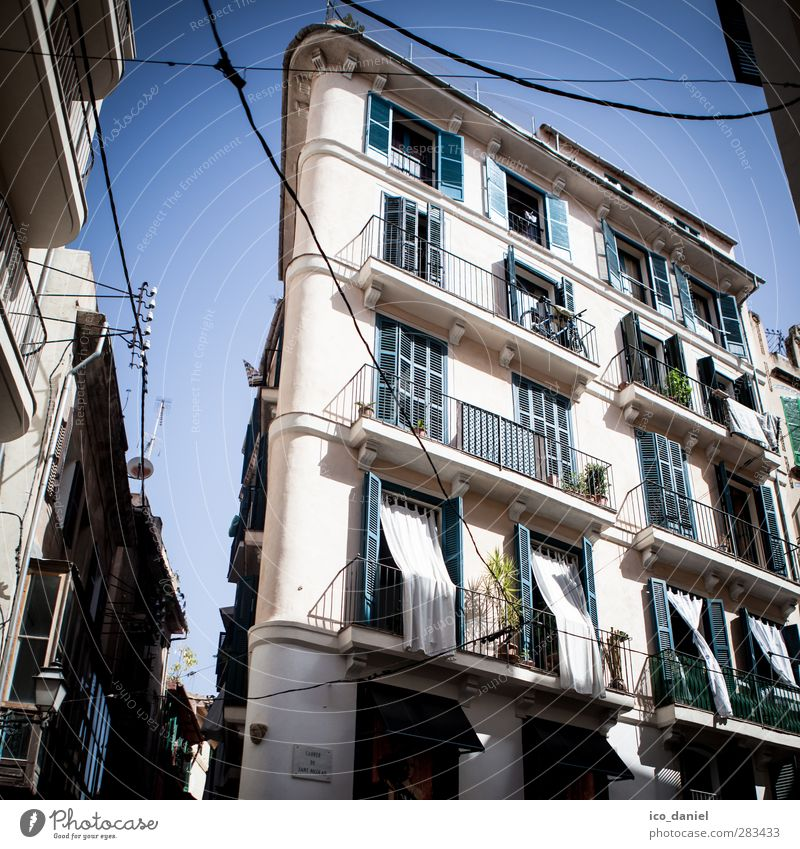 Old Vacation & Travel City House (Residential Structure) Window Flat (apartment) Facade Tourism Trip Living or residing Adventure Balcony Spain Downtown