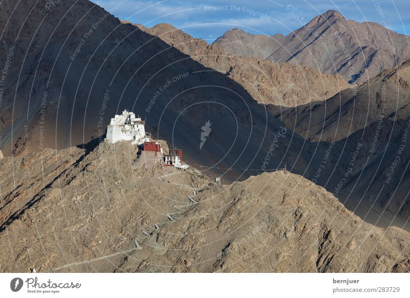 Sky Loneliness Mountain Lanes & trails Architecture Stone Rock Church Uniqueness Flag Manmade structures Tourist Attraction Remote Buddhism Monastery Himalayas