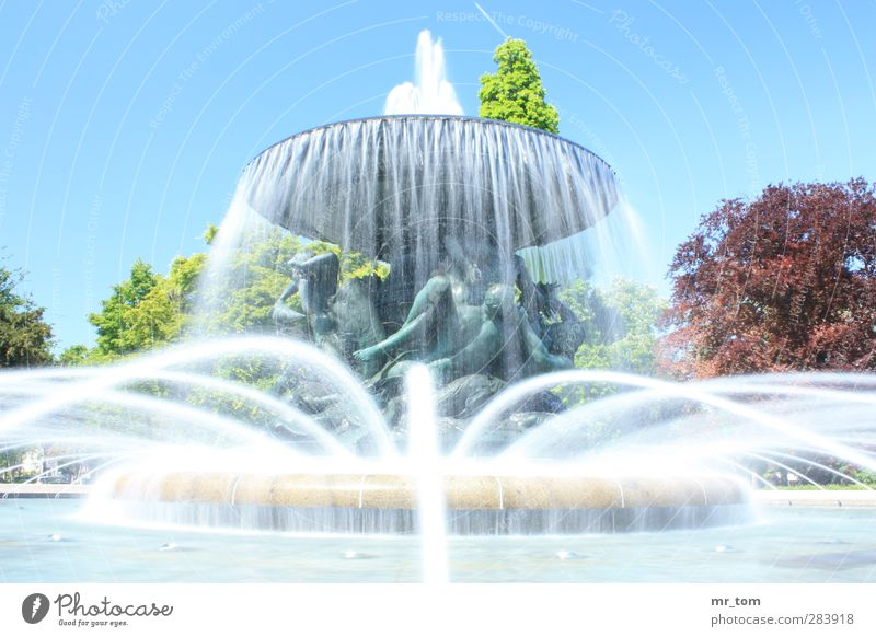 Water without end Art Work of art Beautiful weather Downtown Tourist Attraction Monument Vacation & Travel Looking Old Esthetic Exceptional Fantastic Fluid