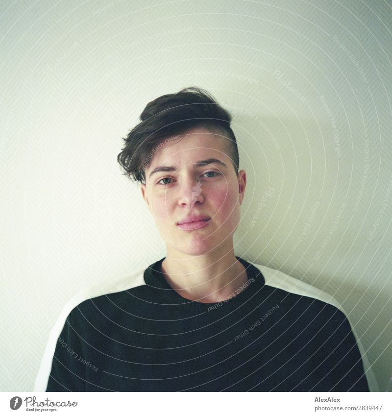 Portrait of a young woman Beautiful Room Young woman Youth (Young adults) 18 - 30 years Adults Sweater Brunette Short-haired Looking Esthetic Athletic Authentic