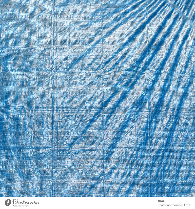 one size doesn't fit all caught in plastic Covers (Construction) Wrinkles Folds Plastic Blue Stress Expectation Perspective Revolt Irritation Change