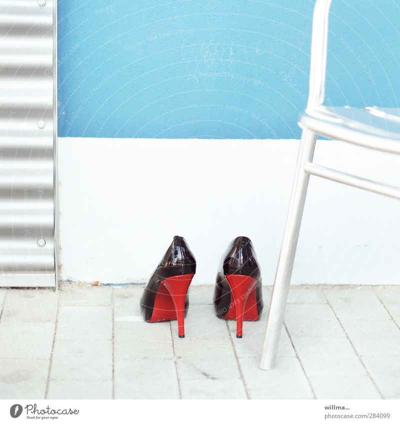 White Red Black Wall (building) Feminine Wall (barrier) Footwear Glittering Elegant Turquoise Unhealthy High heels Heel of a ladies' shoe Chair leg