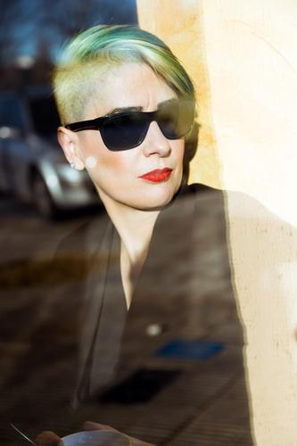 Pretty adult woman in sunglasses Woman Adults pretty Businesswoman Window Sunglasses Self-confident Green Hair Portrait photograph Human being Professional