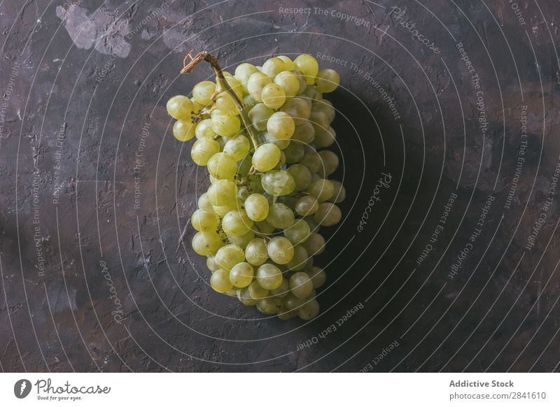 green grapes, accompanied by a glass of white wine, Agriculture Alcoholic drinks Autumn Background picture Blue Bottle bunch Close-up Accumulation Dark Drinking