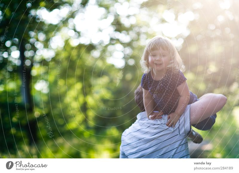 Family Leisure and hobbies Playing Hiking To go for a walk Human being Feminine Child Toddler Man Adults Parents Father Family & Relations Infancy Life Shoulder