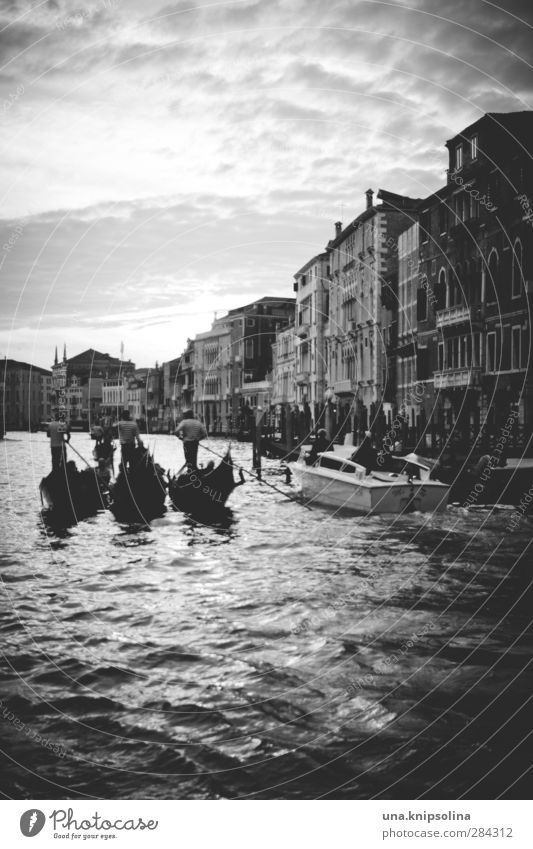 gondola gondola Tourism Group Water Channel Canal Grande Venice Italy House (Residential Structure) Boating trip Gondola (Boat) Jetty Swimming & Bathing Flow