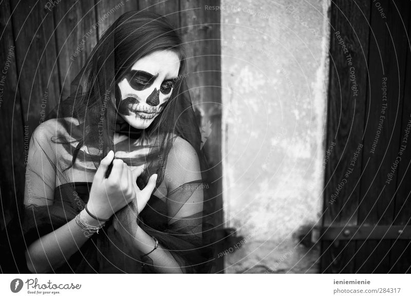 skull girl Feminine Young woman Youth (Young adults) 1 Human being 13 - 18 years Child Stage play Punk Threat Dark Beautiful Rebellious Black Sadness Grief