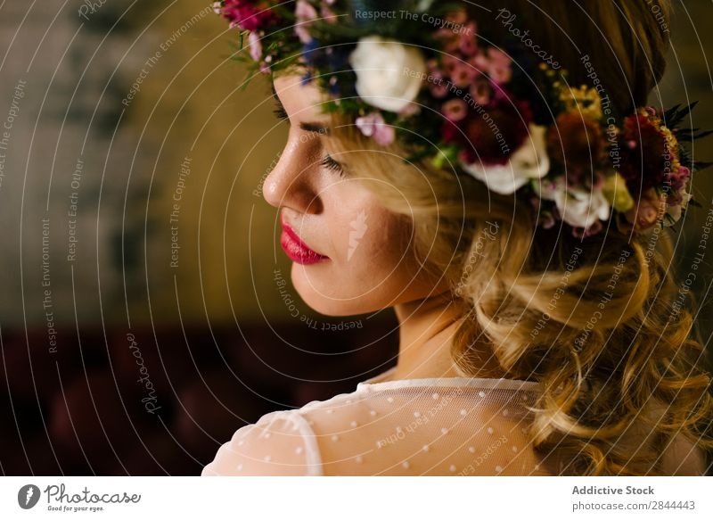 Pretty woman wearing flower garland Woman Paper chain Wreath To enjoy Flower Headdress Bride Elegant