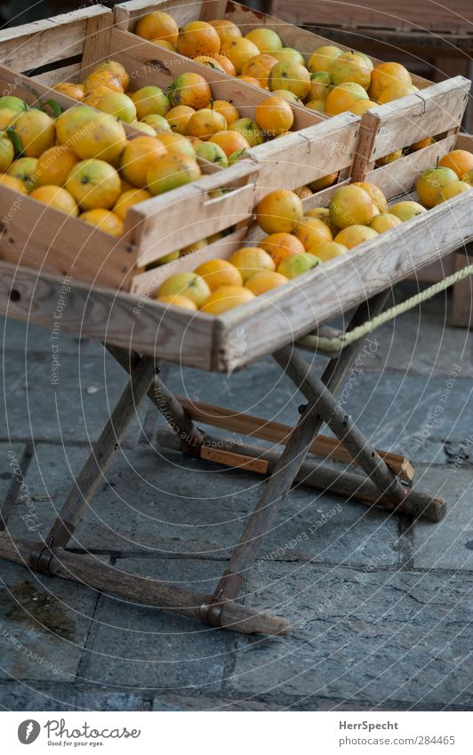 bulk goods Orange Wood Fragrance Natural Juicy Brown Yellow Gray Markets Fruit- or Vegetable stall Box of fruit Fruit store Crate Immature Colour photo