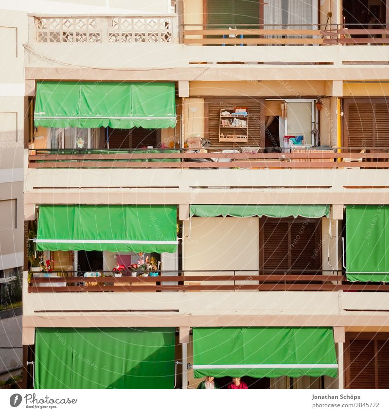 Balconies in Tenerife Town Esthetic Living or residing Puerto de la Cruz High-rise Balcony Balcony furnishings Geometry Equal Green Sun blind Handrail Downtown