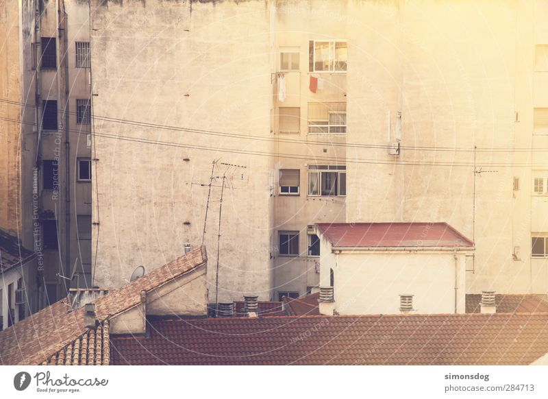 walls Town Downtown Outskirts Populated House (Residential Structure) High-rise Building Facade Window Roof Antenna Poverty Dirty Uniqueness Gloomy Dry Chaos