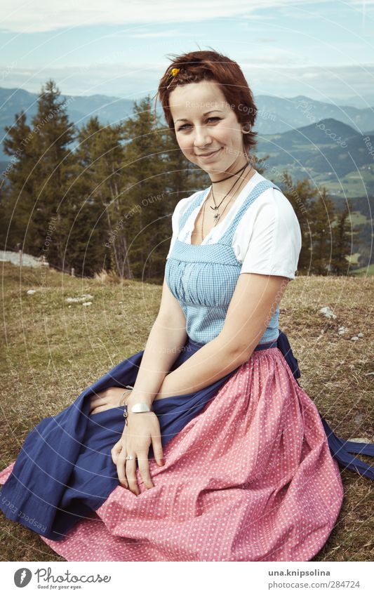 Resi, I'll pick you up with a mei'm tractor. Young woman Youth (Young adults) 1 Human being 13 - 18 years Child Environment Landscape Meadow Alps Mountain Peak