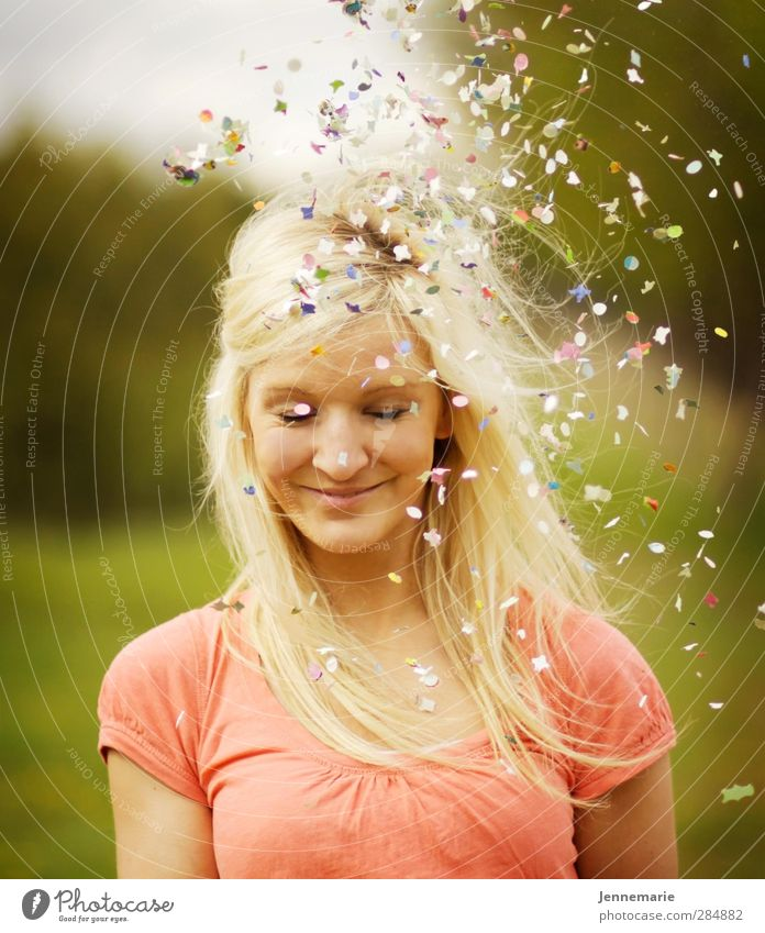 confetti Feminine Young woman Youth (Young adults) Face 1 Human being 18 - 30 years Adults Blonde Happy Life Joie de vivre (Vitality) Ease Joy Colour photo
