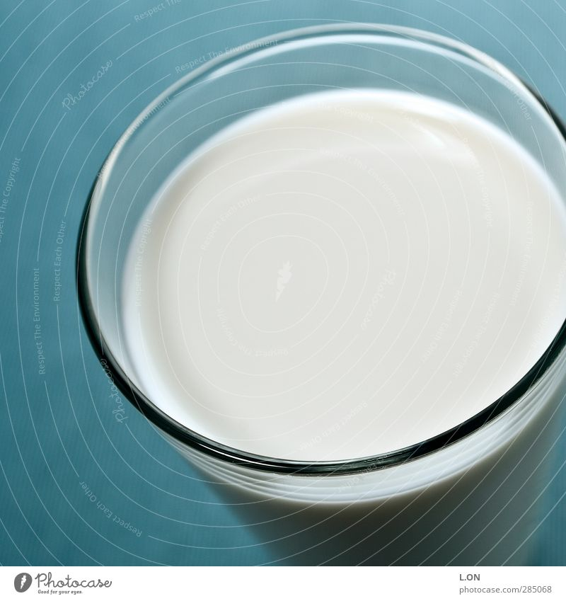 Blue White Cold Healthy Glass Food Nutrition Beverage Round Delicious Fluid Breakfast Organic produce Milk Dairy Products